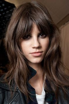 In case you have longer oval face like Jessica Alba's beautiful oval face, Haircuts for Lengthy Oval Faces will probably be good for you! Long Hair With Bangs, Haircuts For Long Hair, Haircuts With Bangs, Hair Bangs, Thick Hair, Straight Bangs, Short Haircut, Oval Haircut, 2018 Haircuts