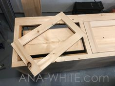 Mudroom Bench with Easy Drawers Diy Bench Seat, Diy Storage Bench, Entryway Storage, Entryway Bench, Bench With Drawers, Diy Drawers, Easy Woodworking Projects, Woodworking Bench, Woodworking Classes