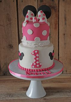 Learn how to make a Minnie Mouse cake topper…