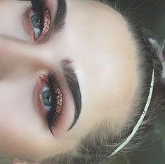 I love soft blushing eyeshadow with rose gold glitter
