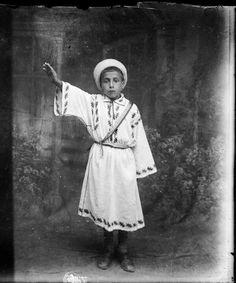 Fotografiile astea ale lui Costică Acsinte nu sunt ca cele pe care le avea bunică-ta pe sobă | VICE | Romania