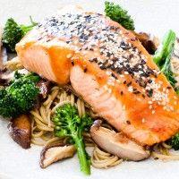 Miso & Sesame Glazed Regal Salmon with Shiitake, Broccolini & Soba Noodles Salmon Recipes, Fish Recipes, Asian Recipes, Healthy Recipes, Recipies, Glazed Salmon, Smoked Salmon, Salmon Platter, Salmon Poke