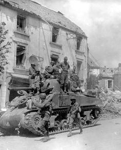 Crew of an Sherman tank watches as American infantry marches by in Coutances, France; Us Armor, Tank Watch, Ww2 Pictures, Sherman Tank, Tank Destroyer, Ww2 Tanks, Military Diorama, Emergency Response, United States Army