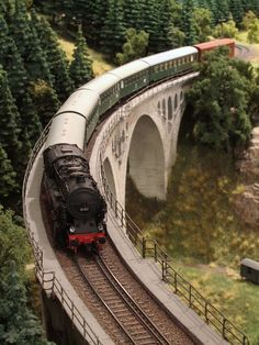 Big tank engine with passenger train N Scale Trains, Ho Trains, Model Trains, Railroad Industry, Escala Ho, Trains For Sale, Train Engines, Model Train Layouts, Old Antiques