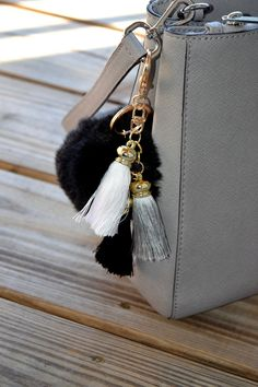 8.99$  Watch now - http://vizwa.justgood.pw/vig/item.php?t=piosd576648 - Soft and Fluffy Faux Rabbits Fur Keychain / Fur Ball Keychain / black fur keycha 8.99$
