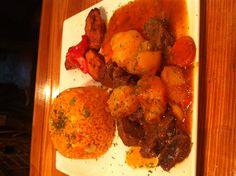 Camaradas' Wed Special: Beef stew, maduros & rice w/veggies Stew, Veggies, Rice, Ethnic Recipes, Food, Vegetable Recipes, Vegetables, Essen, Meals