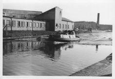 "Caption: ""A speeding tug making waves at Alperton!"" #tug #canal #paddington #arm #alperton #middlesex #barge #london #waterway"