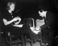 Bette Davis and Edward G. Robinson have lunch on the set of Kid Galahad