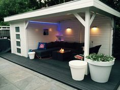 Shed pergola and (rooftop) deck all in one for the back of the garden