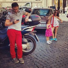 Waiting for the bus #redpants - @moscerina- #webstagram
