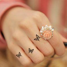 -Tatouage-réel-véritable-mode-imperméable-noir-petit-papillon-tatouage-autocollants-apposés-à-doigt-m&acirc (310×310)