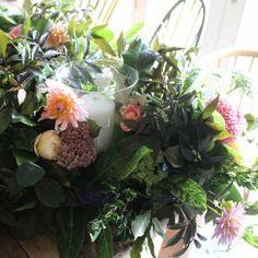 Wedding flowers - bespoke wedding flowers from Common Farm Flowers. Bride's bouquets, bridesmaid posies, buttonholes, wedding table centres, church flowers, garlands, wedding arrangements. Using seasonal British flowers.