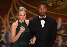 Pin for Later: Die 40 besten Fotos der Oscars  Michael B. Jordan und Rachel McAdams durften einen Award vergeben.