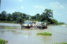 Veerverbinding in Suriname.....waarschijnlijk Stoepenveer....zeventiger jaren