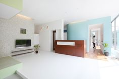 ALTS design office transforms kitaoji clinic in kyoto - designboom Healthcare Architecture, Architecture Office, Architecture Details, Interior Inspiration, Design Inspiration, Dental Kids, Classroom Furniture, Clinic Design, House Design