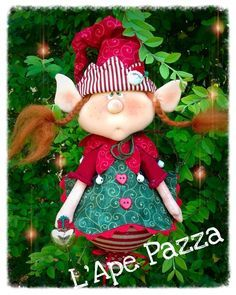 Cartamodelli babbi, renne elfi Natale 2015 : Cartamodello ornamente elfetta Favilla Christmas Sewing, Primitive Christmas, Christmas Elf, Handmade Christmas, Xmas Crafts, Christmas Projects, Felt Crafts Patterns, Beaded Banners, Holiday Ornaments