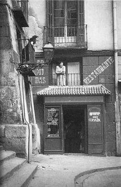 Restaurante junto al arco de Cuchilleros 1950.