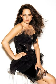 Kristen Stewart..... Love the dress, nail polish, and rings:)