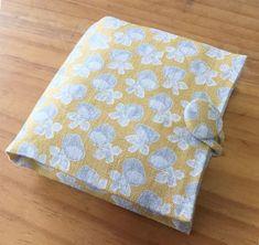 携帯用ボックスティッシュケースの作り方   okadaya オンラインショップ   生地、手芸用品のオカダヤ(okadaya)公式ショップブログ Tissue Box Covers, Tissue Boxes, Picnic Blanket, Outdoor Blanket, Fabric Scraps, Hand Sewing, Sewing Patterns, Shabby Chic, Handmade