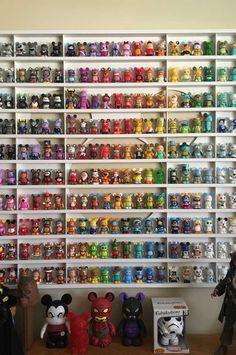 My vinylmation display ❤️ Funko Pop Shelves, Funko Pop Display, Toy Display, Display Shelves, Display Ideas, Display Design, Display Case, Deco Disney, Disney Pop