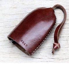 Bell keys holder/ clay brown genuine cow leather by SakatanLeather Leather Key Holder, Leather Key Case, Leather Keyring, Leather Gifts, Leather Tooling, Cow Leather, Leather Craft, Leather Wallet, Leather Bag