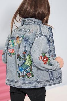 Your kid will be the COOLEST at the park in our embroidered denim jacket! Your kid will be the COOLEST at the park in our embroidered denim jacket! Tween Fashion, Little Girl Fashion, Fashion Women, Moda Kids, Embroidered Denim Jacket, Trends 2018, Kind Mode, Denim Fashion, Fashion Clothes