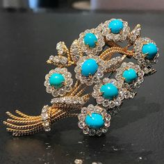 @jamesderrico. Technically, this could be a #tbt because this beauty dates back to 1961...but those turquoise. They look as colorful now as they did then  #vancleefandarpels #saviorfaire#beautiful #clip #brooch#diamonds #turquoise #gold #yellowgold