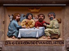 Gevelsteen D 4 GEKROONDE EVANGELISTEN, Amsterdam. Photo by Pancras van der Vlist.