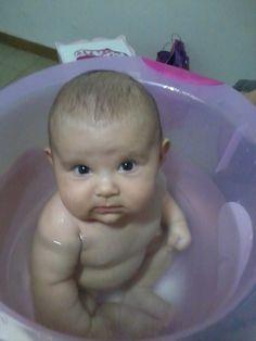 Cólicas???? Uma dica que me levou às nuvens, foi a shantala ( http://www.youtube.com/watch?v=Fq8wcpKxuXc ) seguida de banho morninho de ofurô.  E tudo isso, além de acalmar o bebê e aliviar sua dor, ajuda na ligação afetiva entre mãe e filho!