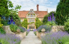 This month Raymond Blanc's Belmond Le Manoir aux Quat'Saisons in Oxfordshire is celebrating its anniversary. Country Walk, Town And Country, Best Hotel Deals, Best Hotels, Luxury Hotels, Seaside Restaurant, Country House Hotels, Europe, London Restaurants