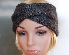 """Stirnband MELODY -  dunkelgrau - Seide Alpaka - Handgearbeitetes Stirnband, gestrickt im Turban-Style aus edlem Garnmix mit Seide. Der """"Twist"""" vorne verleiht dem Stirnband Eleganz und Raffinesse!  MELODY gibt es in unserem Shop noch in anderen Farben."""