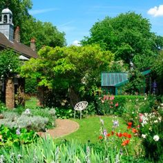 Visiting the capital soon? Here are the best secret gardens in #London - shhhhh! http://goo.gl/SbdJNs