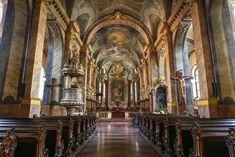 """Csodás Magyarország on Instagram: """"A győri Nagyboldogasszony székesegyház gyönyörű belső tere minden látogatót lenyűgöz. A katedrálisnak 1997-ben II. János Pál pápa…"""""""