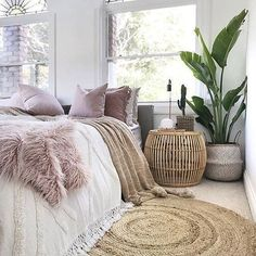 9 Comfy bedroom ideas for girls to copy Get the comfy apartment look Cozy white bedroom fluffy bedroom bedroom goals warm bedroom bedroom plants cozy bright bedroom cozy bedroom for couples I do not own this photo Comfy Bedroom, Cozy White Bedroom, Scandinavian Bedroom, Bohemian Bedroom Decor, Bohemian Décor, Cosy Bedroom Decor, Modern Bedroom, Master Bedroom, Bedroom Neutral