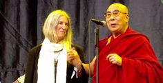 The Dalaï Lama joins Patti Smith on stage At Glastonbury