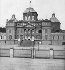 Racconigi Castle in Italy.Tsar Nicholas ll of Russia stayed here in 1909 for 3 days.He was friends with King Emanuele lll and Queen Elena. Other Countries, Largest Countries, Countries Of The World, Tsar Nicholas, Russian Federation, Saint Petersburg, Interesting History, Beautiful Architecture, Palaces