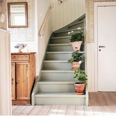 Painted Staircases, Painted Stairs, Interior Stairs, Interior Architecture, Cottage Homes, Cottage Style, Beautiful Interior Design, Home And Deco, House Layouts