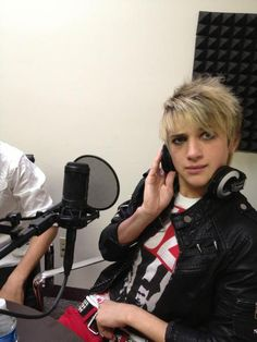Dalton Rapattoni because of the fact that you like three days grave and Marlin Manson also your avatar lol eyeliner Im5 Dalton, Ron Pope, Dalton Rapattoni, Band Pictures, Perfect Boy, This Is Love, Oui Oui, Hollywood Stars, Music Is Life
