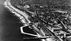 Old Fox Redondo Movie theater is north of RB pier in this aerial photo. Redondo Beach Pier, Redondo Beach California, Santa Monica California, California Love, Southern California, Fun Places To Go, Places To Visit, Moonstone Beach, Bay Photo