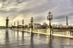 Toujours Paris, avec l'une de mes plus classiques, le Pont Alexandre III photographié en 2011, déjà :)