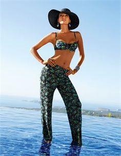 Strandhose im Blütendessin, Bikini im Blütendessin, Damen Strohhut