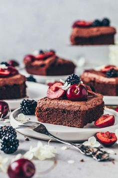 This easy vegan chocolate cake is moist, rich, delicious & a simple step-by-step basic recipe for a sheet cake, loaf, layer cake, cupcakes, muffins & more! Whipped Chocolate Frosting, Chocolate Cake Recipe Easy, Cake Chocolate, Sheet Cake Recipes, Easy Cake Recipes, Best Vegan Chocolate, Different Cakes, Brownie Cake, Desserts