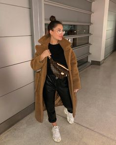 My pocket is bulging because it has a huge chocolate muffin in it 🤗🍫 Cute Comfy Outfits, Casual Fall Outfits, Winter Fashion Outfits, Fall Winter Outfits, Autumn Winter Fashion, Trendy Outfits, Trendy Fashion, Cool Outfits, Fashion Clothes