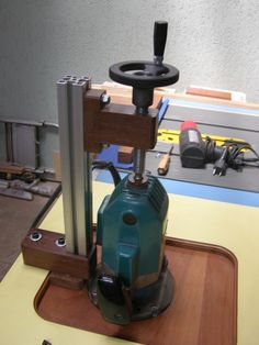 Imagem Woodworking Guide, Router Woodworking, Custom Woodworking, Woodworking Projects Plans, Diy Router, Router Tool, Router Accessories, Router Table Plans, Homemade Machine