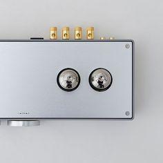 prototype vacuum tube amplifier designed by Koichi Futatsumata of Case-Real, for high-end audio equipment manufacturer Elekit.