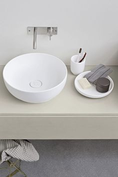 Modern bathroom inspiration by COCOON | bathroom design products | sturdy stainless steel bathroom taps | modern washbasins | solid surface | bathroom design | renovations | interior design | Dutch Designer Brand COCOON