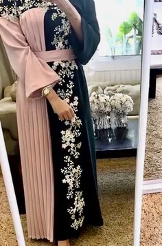 Best naizer quality material two colour habaya Tesettür Nişanlık Modelleri 2020 Abaya Fashion, Muslim Fashion, Modest Fashion, Fashion Dresses, Abaya Mode, Mode Hijab, Abaya Designs, Estilo Abaya, Mode Kimono