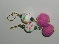 Orecchini con pallina di lana cotta rosa