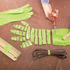 Old rubber gloves? Rubber Bands from Rubber Gloves Surprisingly useful to bind together power cords and dowels & as glue clamps for repair and assembly jobs l The Family Handyman Rubber Gloves, Rubber Bands, Trick 17, The Family Handyman, Ideas Prácticas, Useful Life Hacks, Amazing Life Hacks, Home Hacks, Household Items