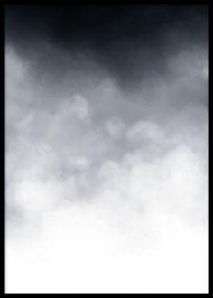 Stilren poster med moln. Vacker poster / affisch med mörkblå färgtoner. Vi trycker posters och prints på obestruket papper.